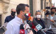 Matteo Salvini risponde ai cronisti fuori da Palazzo Madama