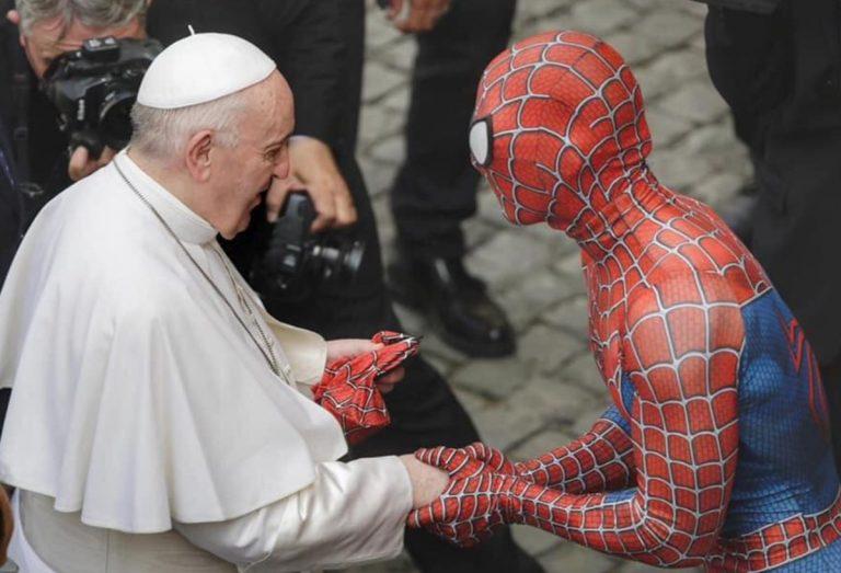 Spiderman incontra Papa Francesco