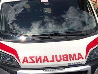 Milano, uomo trovato in auto con coltellate: morto in ospedale