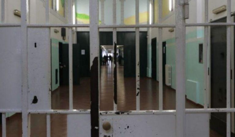 Violenza in carcere video