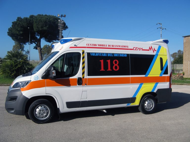Ambulanza, incidente Quartu Sardegna