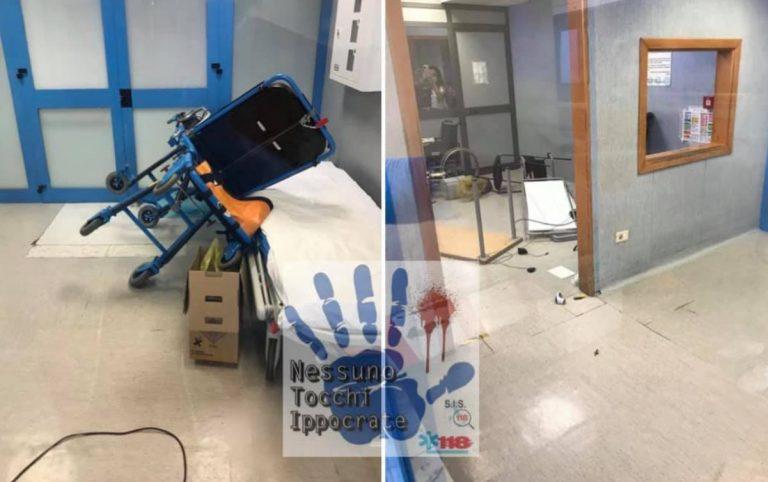 paziente devasta pronto soccorso