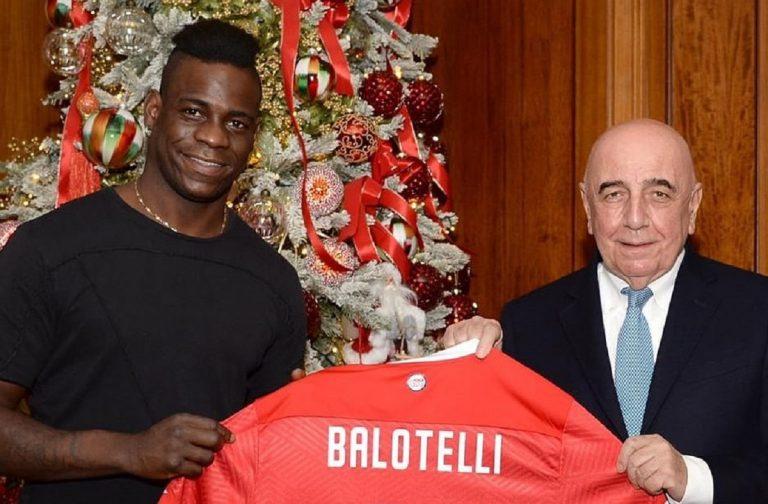 Balotelli con Adriano Galliani il giorno del suo ingaggio: era il 7 dicembre del 2020