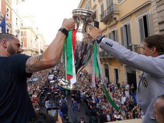 Bonucci e Mancini durante il tour romano