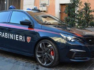 I carabinieri indagano sull'accoltellamento di un loro collega