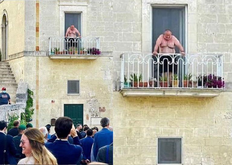 G20 Matera: chi è l'uomo a petto nudo protagonista dello scatto