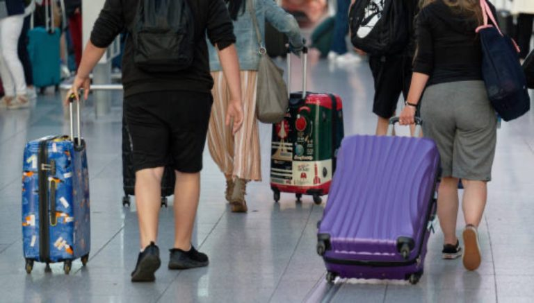 Covid, 9 passeggeri positivi sul volo Malta-Abruzzo: tutto l'aereo in quarantena