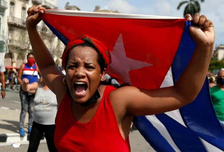 Un'immagine delle proteste in atto a Cuba