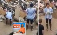 Giornalista tedesca si cosparge di fango prima della diretta dalle zone alluvionate