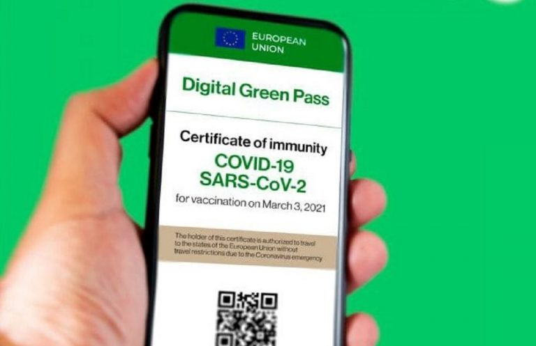 Falsificava e rivendeva green pass: arrestata donna francese