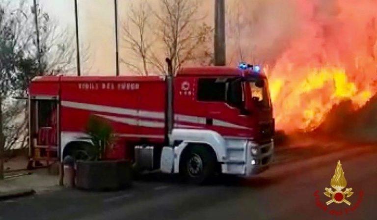 Incendi Catania sospesi voli