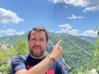 Matteo Salvini fa il volo dell'angelo in Basilicata