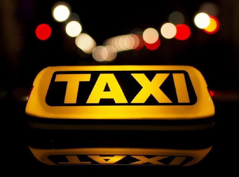 """Venezia, taxi chiede 50 euro per fare 2 chilometri perché """"c'è anche una bambina da mettere in conto"""""""