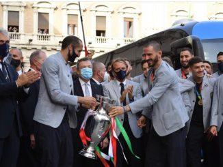 Draghi incontra l'Italia dopo la vittoria di Euro 2020