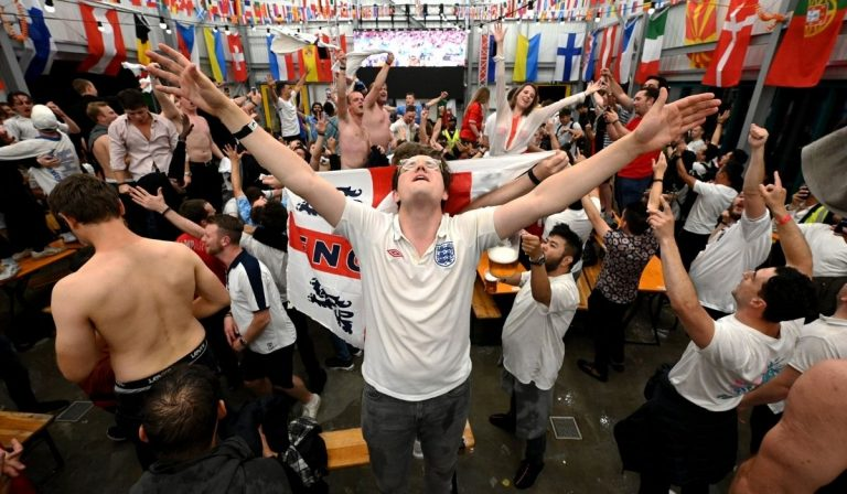 it's coming home significato