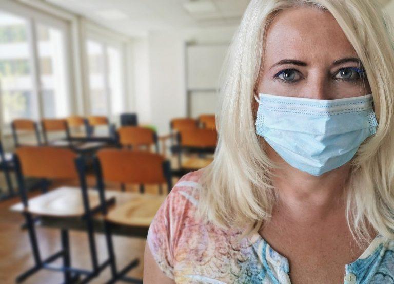 """Scuola, il pressing dei presidi: """"vaccino obbligatorio per insegnanti"""""""