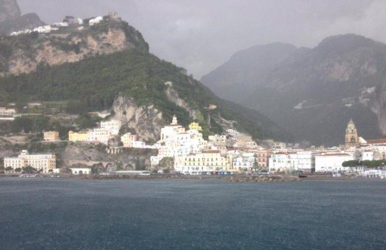 Amalfi sferzata dalla grandinata