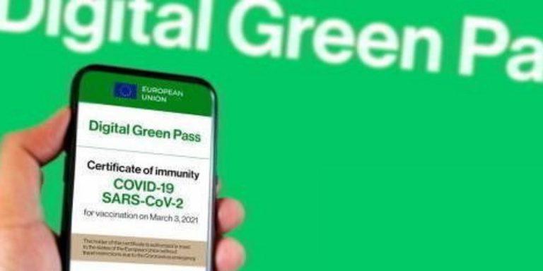 Vendevano green pass falsi su Telegram: denunciati