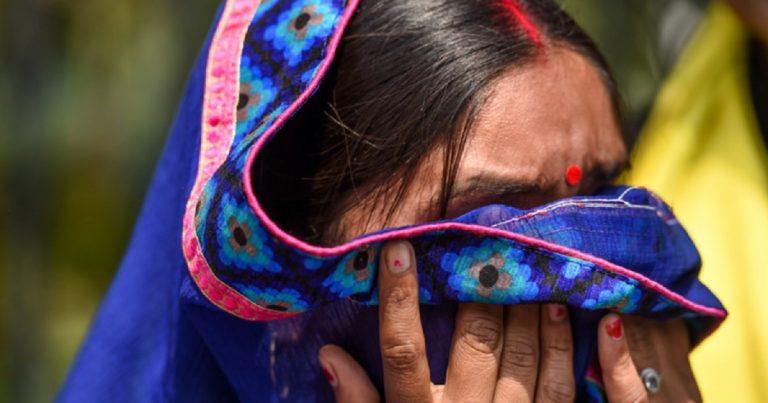 India donna accusa politico