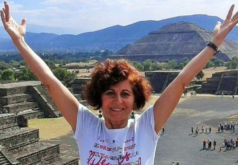 Maestra muore schiacciata da un cancello