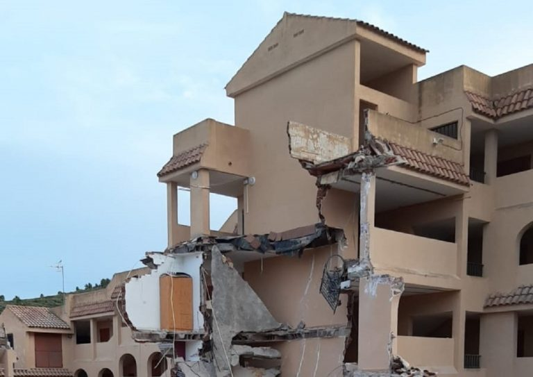 La palazzina crollata