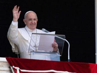 """Papa Francesco sui vaccini anti-Covid: """"Vaccinarsi è un atto d'amore"""""""