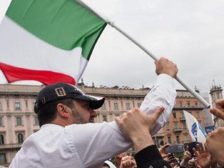 Matteo Salvini durante un comizio milanese