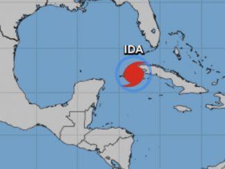 L'uragano Ida si rafforza: attesi venti che soffieranno dai 210 ai 249 km/h