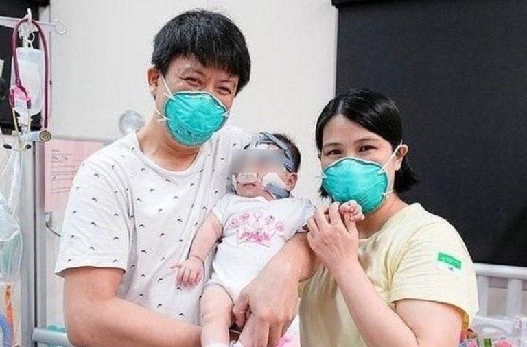La piccola Yu Xuan con i genitori