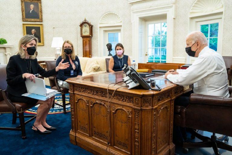 Biden riunione per uragano Ida