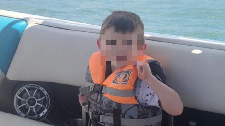 Bimbo 4 anni trovato morto scatola giocattoli