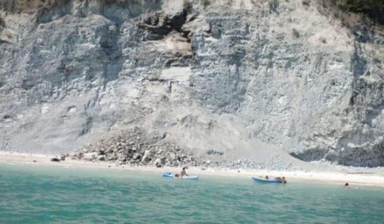 frana spiaggia Conero