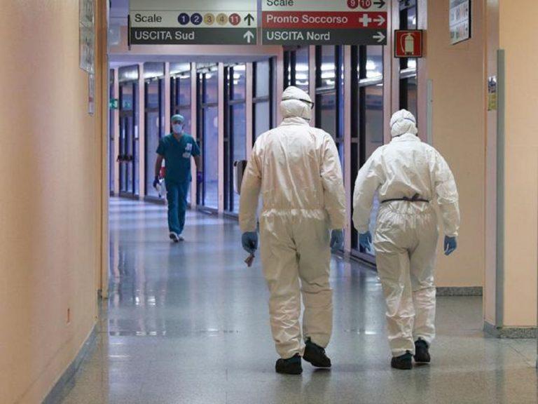 La lotta dei no vax: sempre maggiori le sospensioni