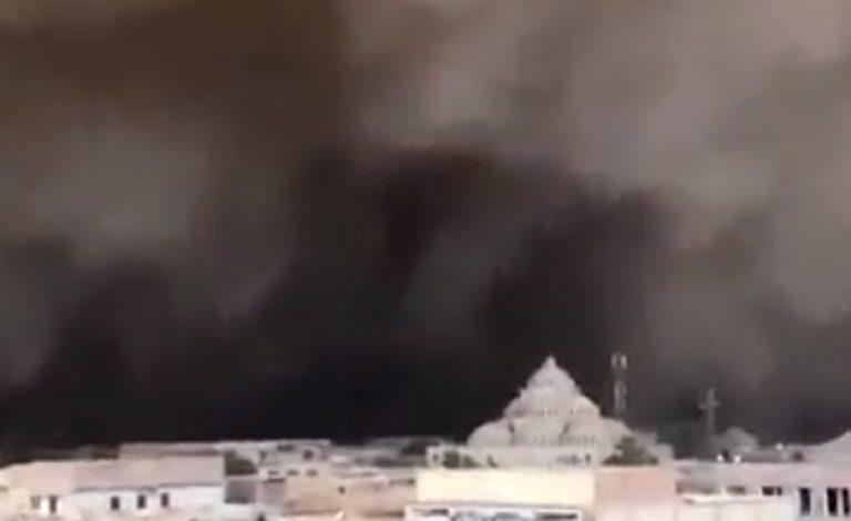 Un terrificante scatto della tempesta di sabbia