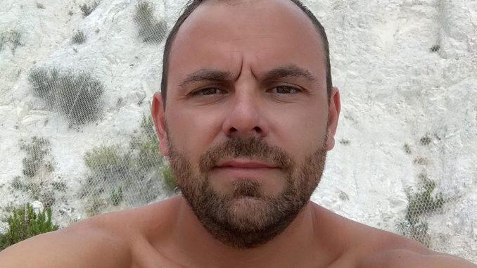 Andrea Campana perde la vita, la compagna lo sposa al funerale