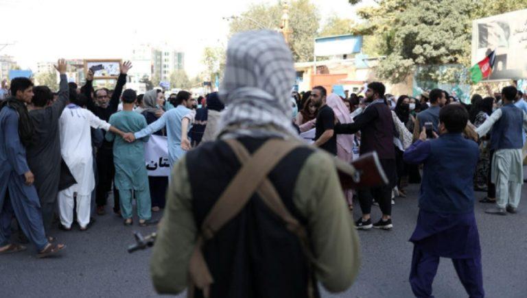 Afghanistan punizioni in piazza