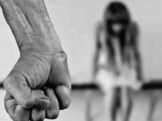 Agrigento patrigno abusi