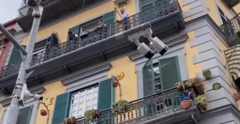 Bimbo morto Napoli domestico