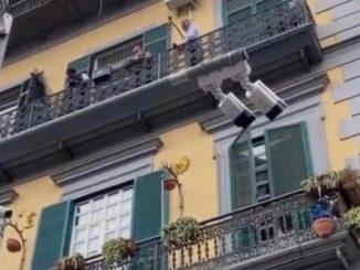 Bimbo morto Napoli testimone