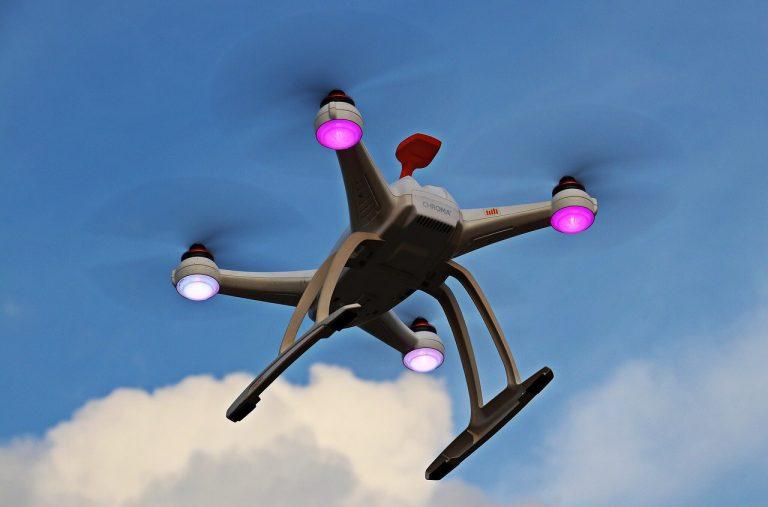 Drone in volo per misurare temperatura bagnanti a Roma