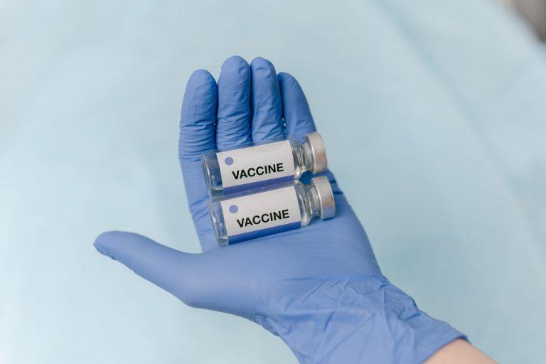 Regno Unito: gli esperti non raccomandano (per ora) il vaccino anti-Covid tra i 12 e 15 anni