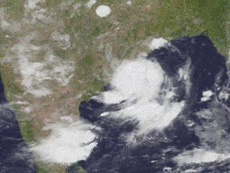 Un'immagine satellitare del 25 settembre con il vortice di Gulab che lambisce l'India