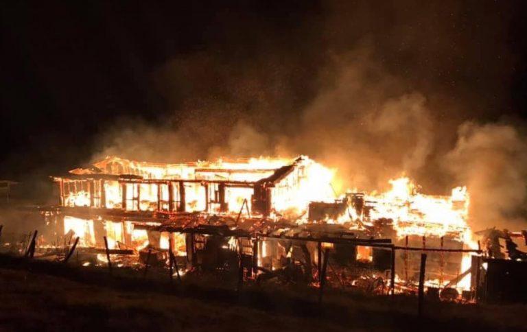 Incendio a Campo Imperatore, distrutto rifugio De Carolis