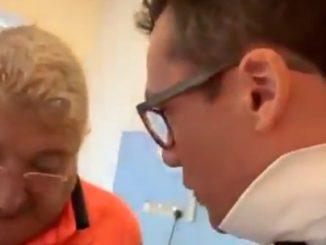 A sx Antonio Mureddu che convince McCarron a lasciare l'ospedale