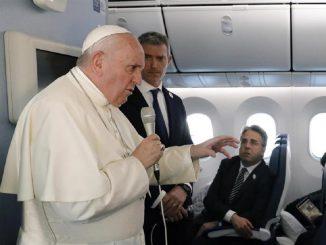 Papa: 'Ci sono no vax tra i cardinali, uno è ricoverato'