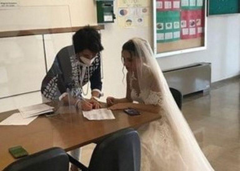 Il momento della presa di incarico in abito da sposa