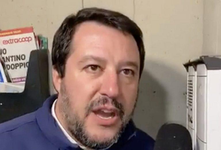 """Matteo Salvini durante la """"famosa"""" citofonata"""