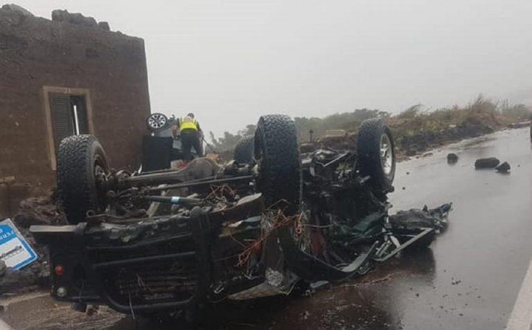 Uno scatto dell'auto di Errera fracassata al suolo dal vento