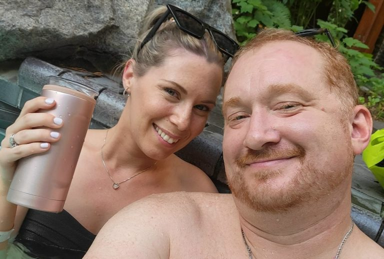 Tony Eyles con la moglia