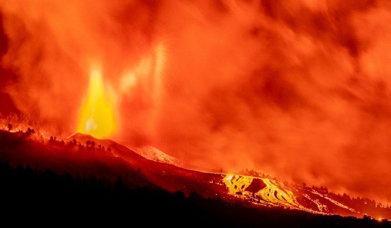 Canarie, eruzione vulcano con rischio di nubi tossiche